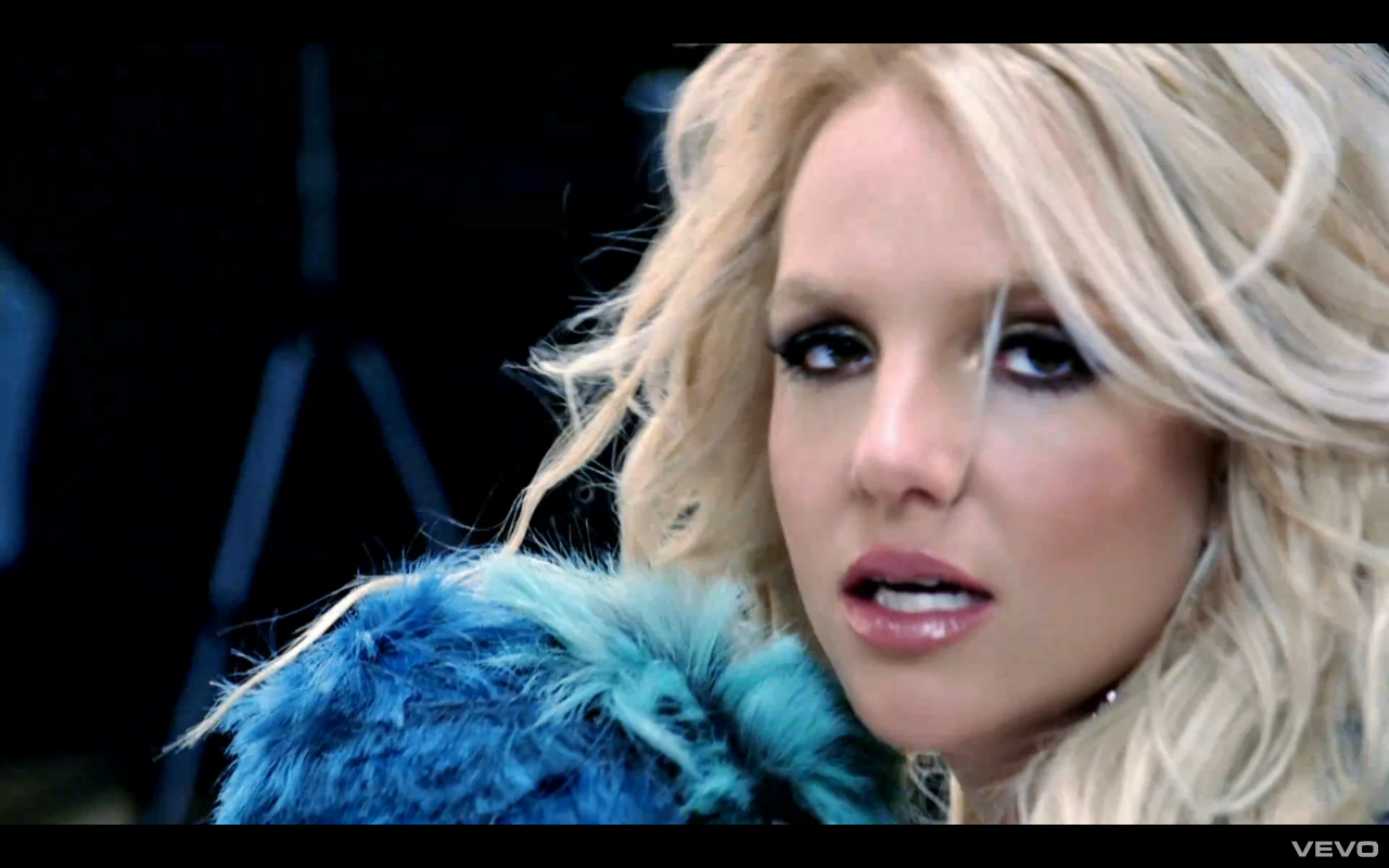"... el nuevo vídeo de Britney Spears ""Hold It Against Me"" en MTV"