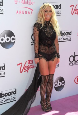 britney-spears-billboard-awards-red-carpet-2016-shoes