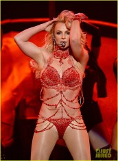britney-spears-performance-billboard-music-awards-2016-04