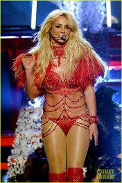 britney-spears-performance-billboard-music-awards-2016-07