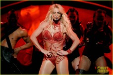 britney-spears-performance-billboard-music-awards-2016-08