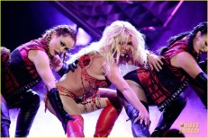britney-spears-performance-billboard-music-awards-2016-10