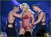 britney-spears-performance-billboard-music-awards-2016-12