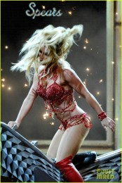 britney-spears-performance-billboard-music-awards-2016-15