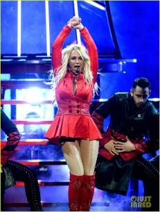 britney-spears-performance-billboard-music-awards-2016-17