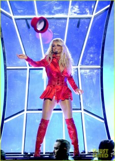 britney-spears-performance-billboard-music-awards-2016-18