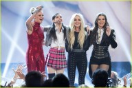 britney-spears-receives-first-icon-award-at-radio-disney-music-awards-10