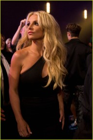 britney-spears-receives-first-icon-award-at-radio-disney-music-awards-16