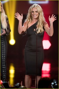 britney-spears-receives-first-icon-award-at-radio-disney-music-awards-31